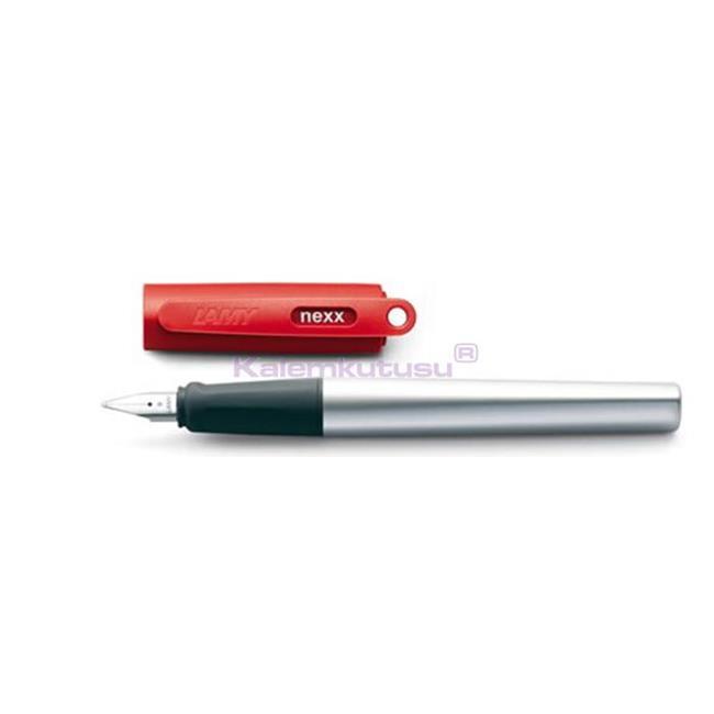 Lamy nexx red Prizma Tasarımlı Dolma kalem - 2 Farklı Uç Seçeneği %30 İndirimli Fiyatlarla